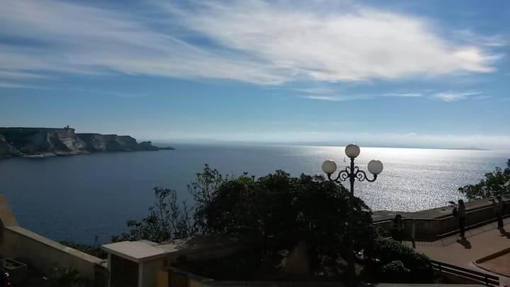 Studio vue mer au cœur de la citadelle Bonifacio