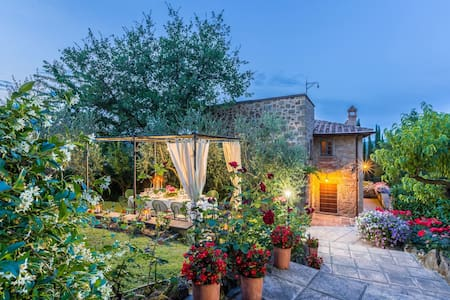 Torre Del Cielo, sleeps 10 guests in Monterchi - Ripoli - วิลล่า