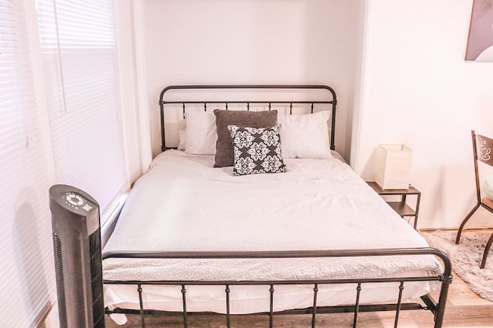 Memory foam queen size bed.  You're Host Marques