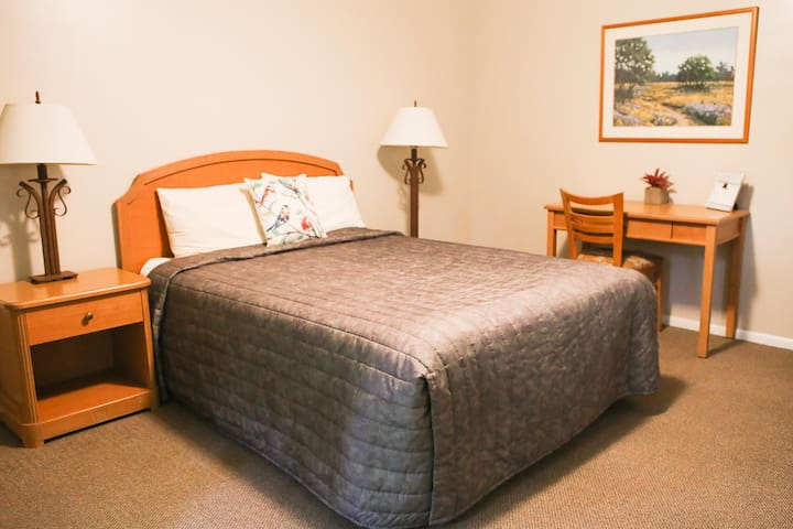 Bear Lake Motor Lodge Room #6