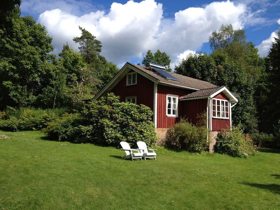 Haupthaus auf grüner Wiese