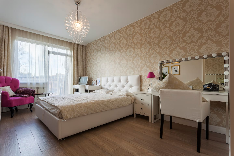 Спальная комната - очень большая удобная кровать.