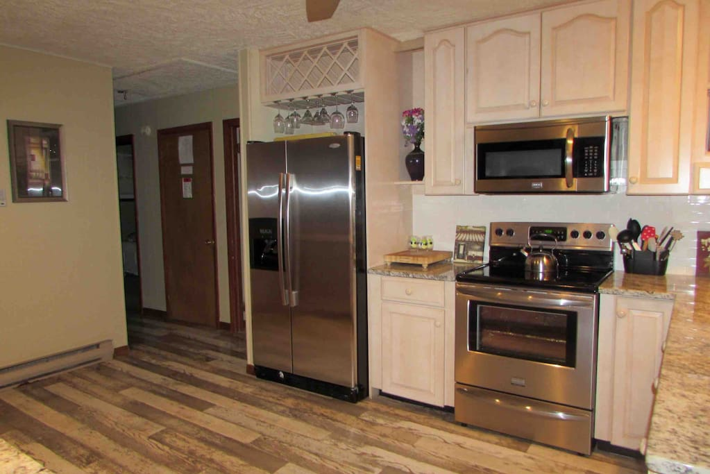 Large Refrigerator and stove/ fully stocked kitchen
