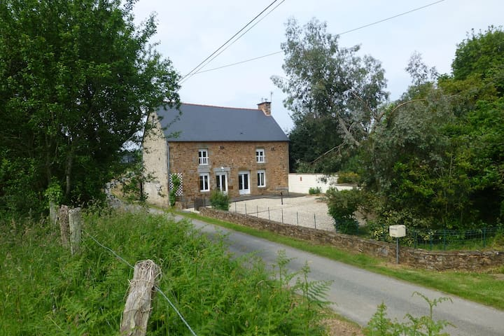 secluded 3 bedroom country house - Vieux-Viel - Hus