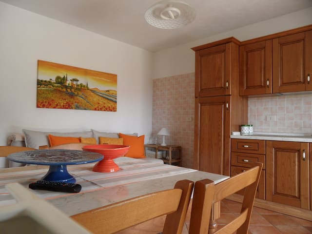Three rooms for 6 with garden, 1km from the beach