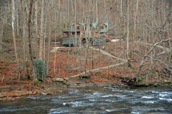 Nantahala Riverside Cabin