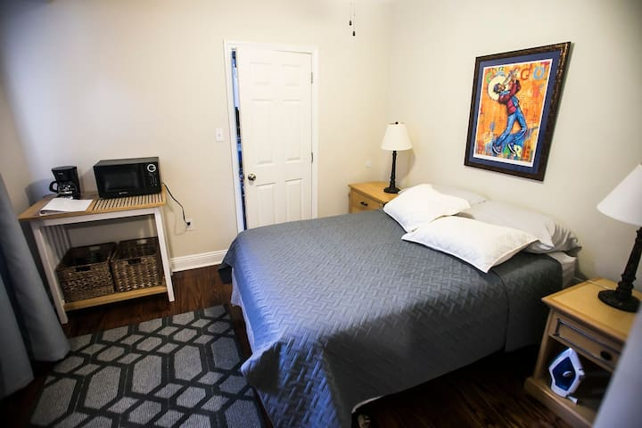 Mid-City Private Guest Suite