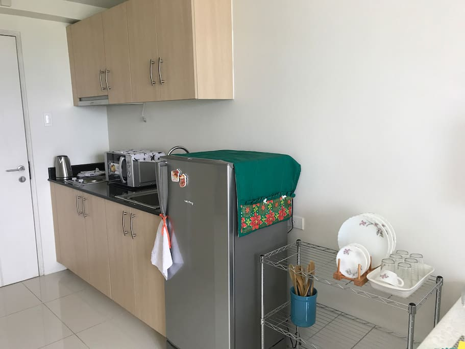 Kitchen with refrigerator, electric stove and microwave oven