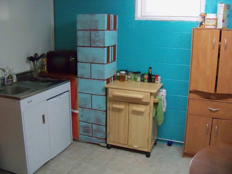 Kitchenette (2 burner stove and microwave; no oven)