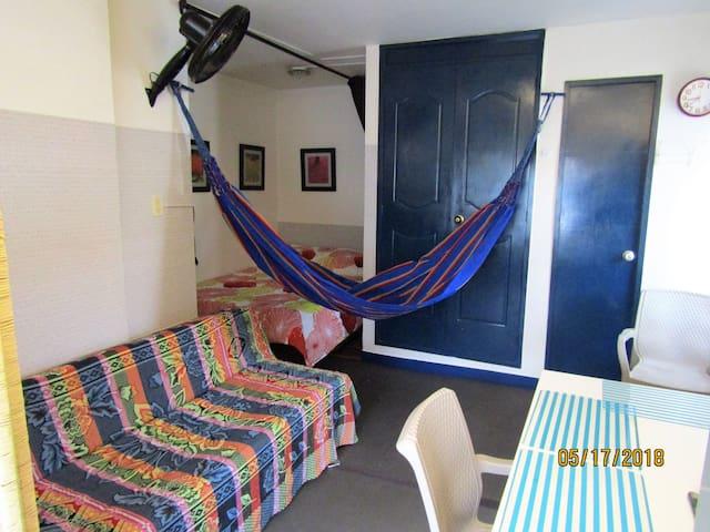 Bonito y cómodo espacio independiente en Calasanz