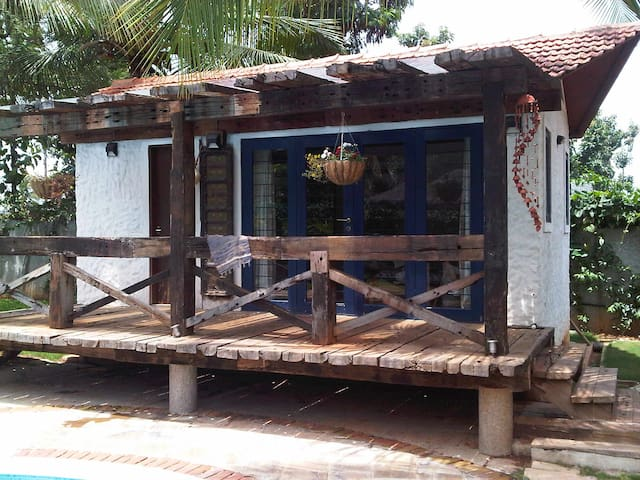 Lovely independent Cabana beside pool - Bangalore