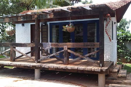 Lovely independent Cabana beside pool - Bangalore - Stuga