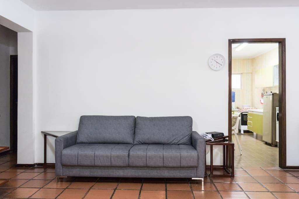 Sala principal com visão da cozinha