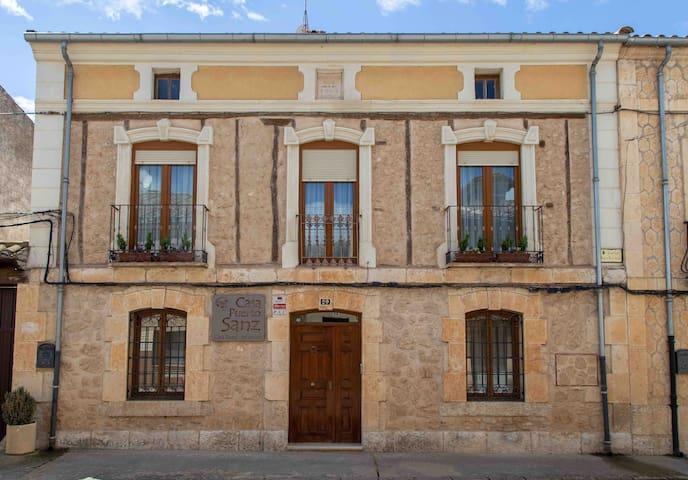CASA PUERTO SANZ. Casa Rural en Zazuar, Burgos.
