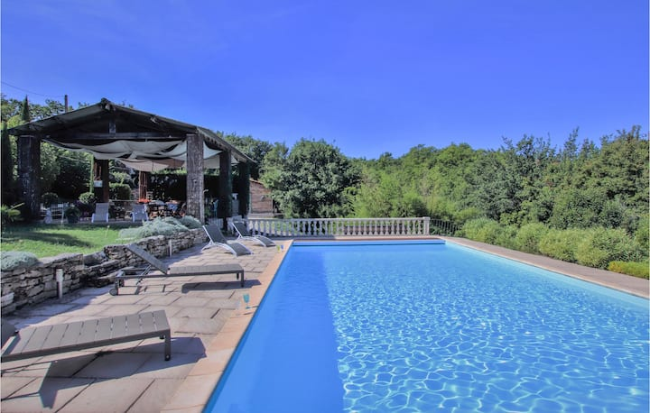 Beautiful home in Saignon with Outdoor swimming pool and 2 Bedrooms