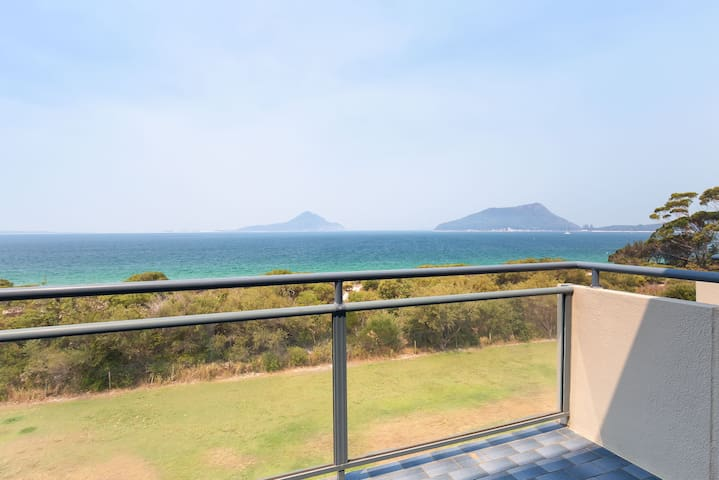 12 'Ocean Shores', 27 Weatherly Cl - Waterfront Unit with Sensational Water Views, WIFI & Air Conditioning