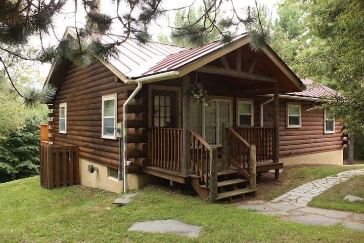 Log Home, sleeps 8 - Wilmington - Cabaña