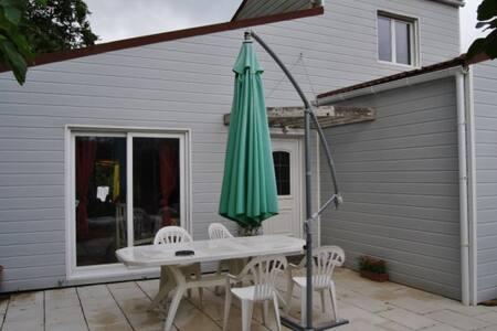 Chambre privée au calme - Saint-Julien-des-Landes - Rumah
