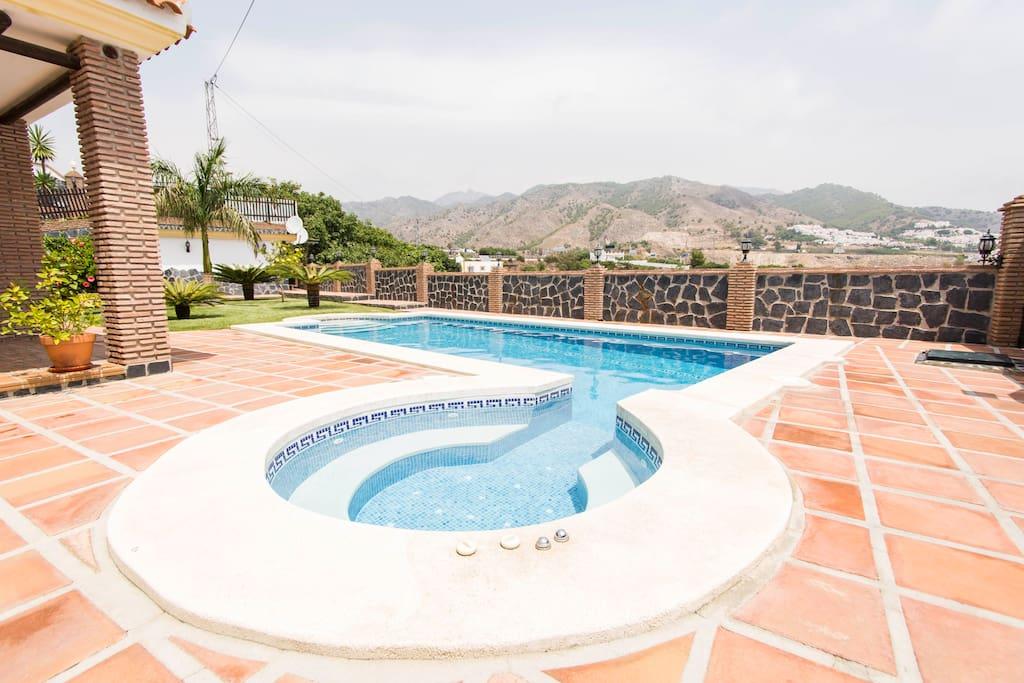 piscina climatizada jacuzzi villa angelyn villas for