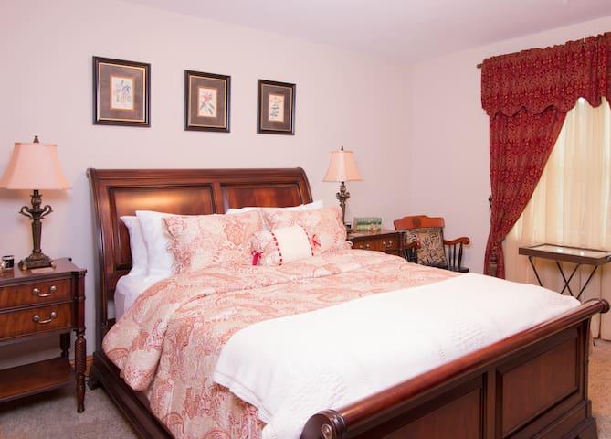 Pleasant Ridge B&B - Goldfinch Room