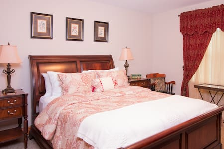 Pleasant Ridge B&B - Goldfinch Room - Mount Vernon
