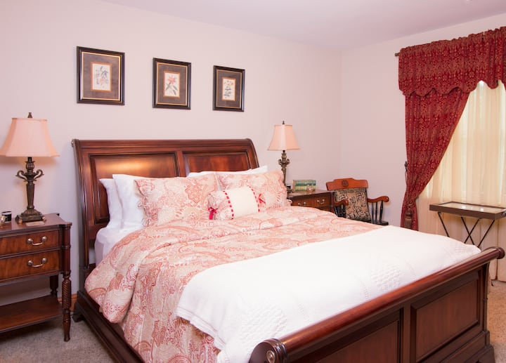 Pleasant Ridge B&B - Goldfinch Room