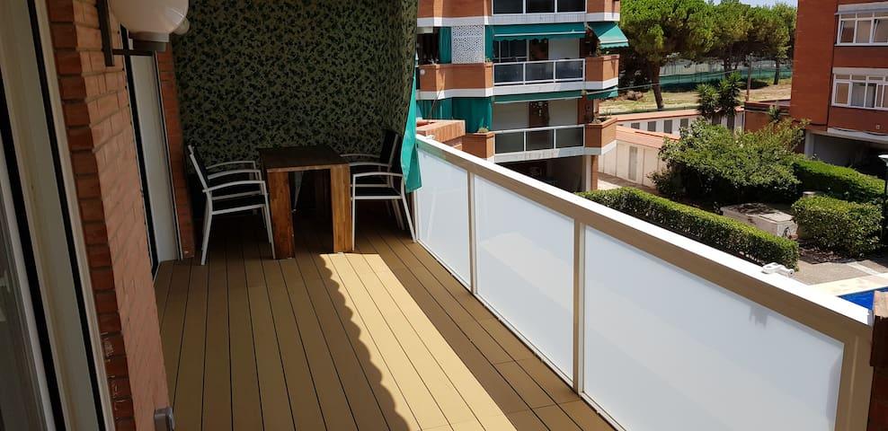 Apartamento en GavaMar, a 15 m. BCN y 5 m. Playa.