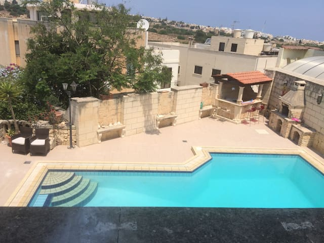 DOUBLE ROOM IN VILLA WITH POOL - San Ġwann