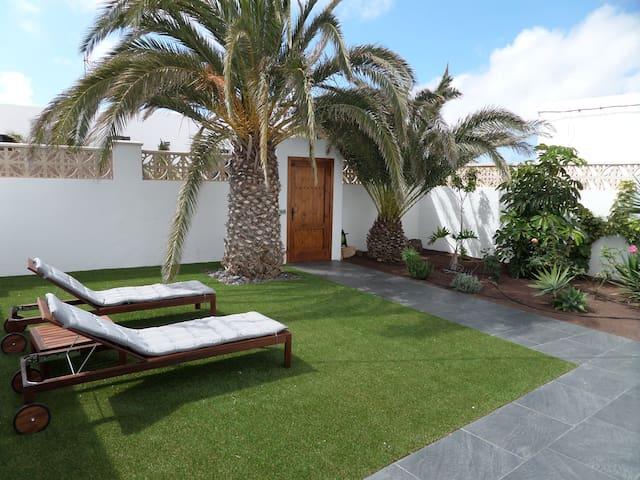 Casa aislada con terraza y solarium