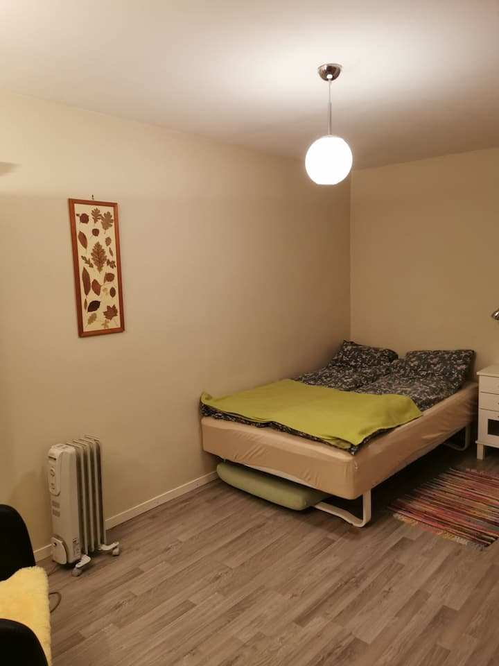 Privat room for 2 near airport and center