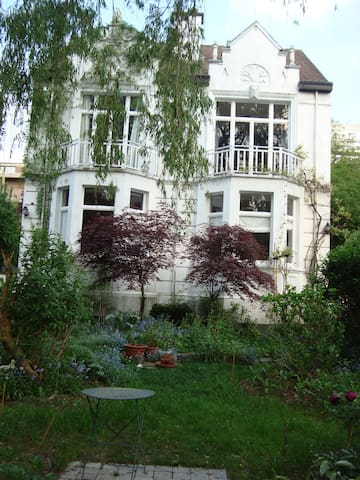 Wonderful house in a fairy garden - Auderghem - Villa