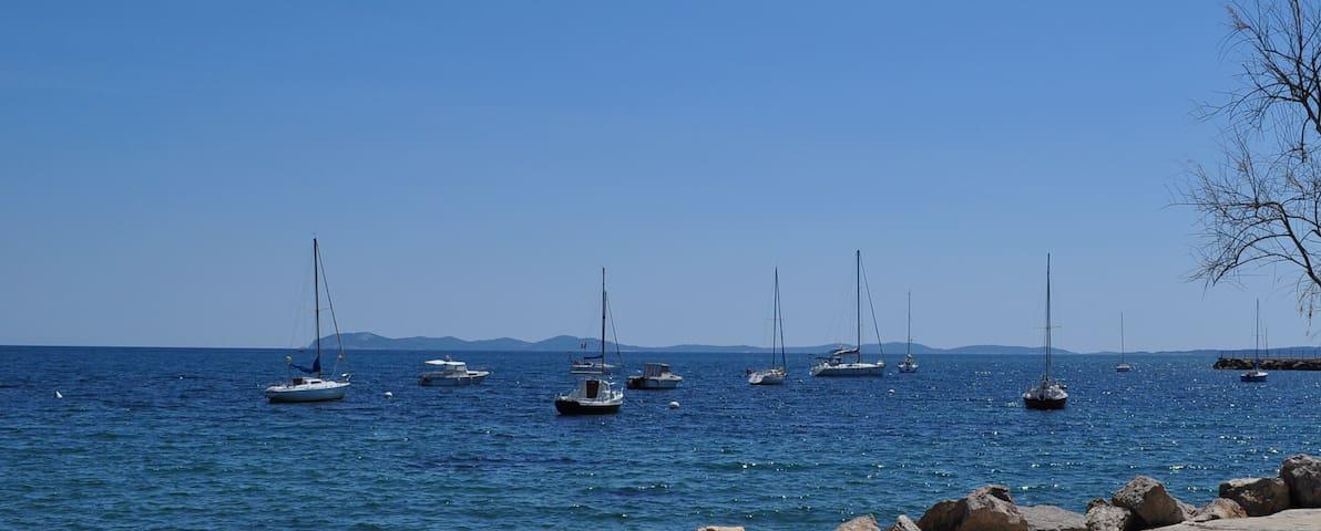 HYERES 50m de la mer T3 avec jardin privé