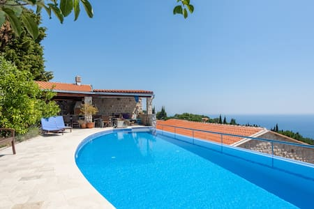 Sunset Villa charming  & sunny with swimming pool - Katun Reževići - Villa