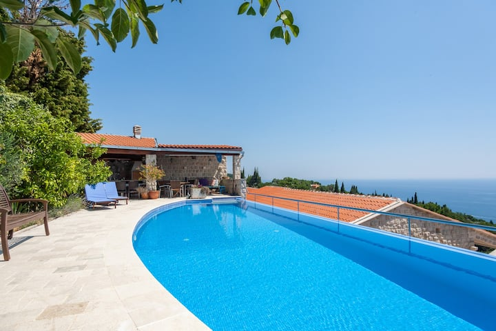 Sunset Villa charming  & sunny with swimming pool
