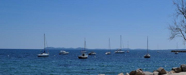 HYERES T2 avec jardin privé mer à 50m
