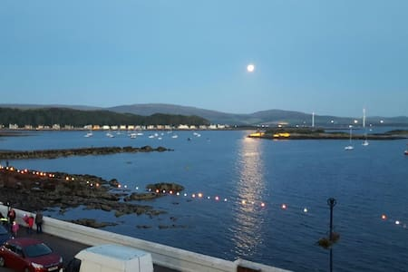 Beautiful Seafront Apartment - Millport