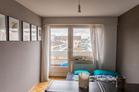 Basel World Guest Room + own bathroom and balcony - 巴塞爾 - 公寓