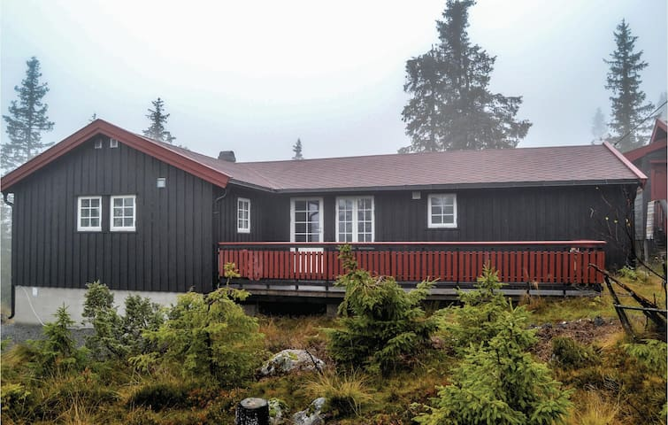 Holiday cottage with 3 bedrooms on 130 m² in Sjusjøen