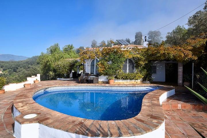Villa moderne avec piscine privée à Sayalonga