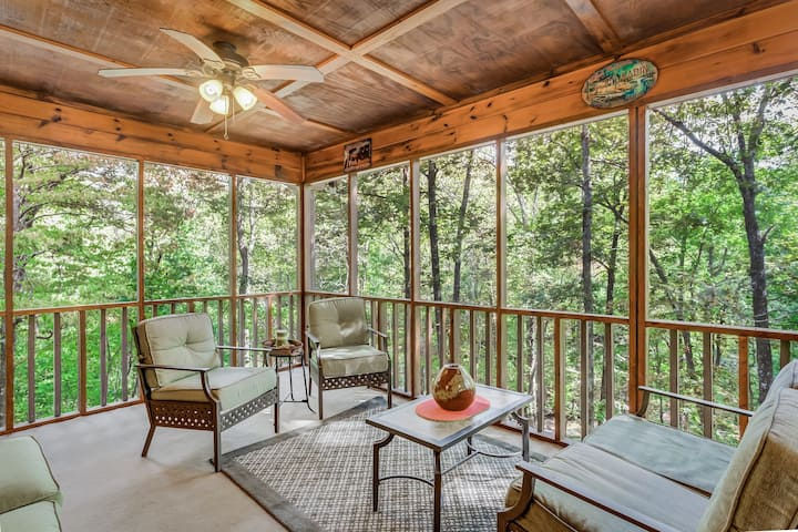 Cozy, family-friendly creekside cabin w/ private foosball, riverviews, & firepit