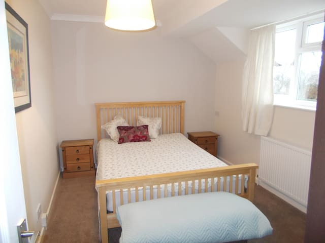 DOUBLE ROOM -  VILLAGE LOCATED YORKSHIRE WOLDS WAY - Cherry Burton - Talo