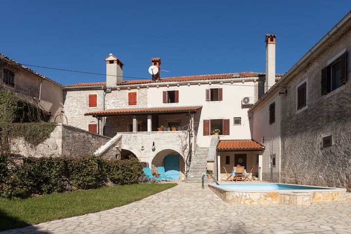 Pozza,traditional istrian stone house with pool