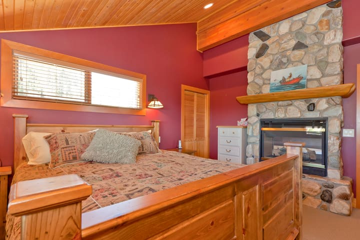 5BR Luxury Slopeside Village Chalet