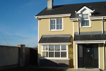 Kilkee - Family home 5 mins from the beach. - Килки
