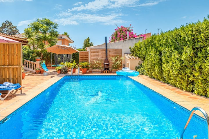 Charming Home with Pool, Generous Terrace, Garden and Wi-Fi