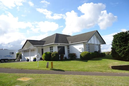 Bed & breakfast, private suite, in hosts'  home - Acacia Bay,Taupo - Bed & Breakfast