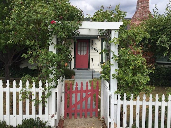 Adorable Tuolumne City Cottage