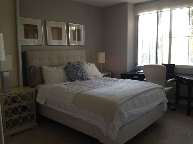 Room in luxury 3BR, walk to marina & beaches