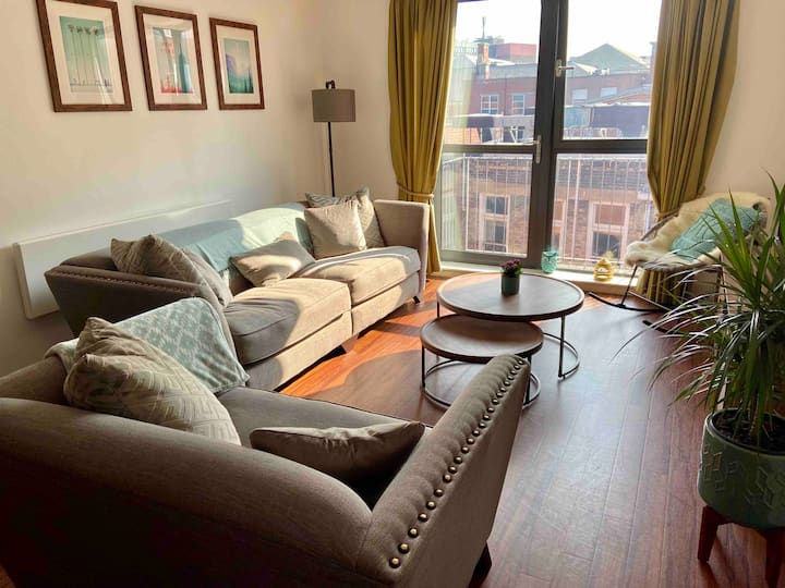 2 bed city centre apartment- must view!