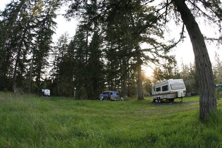 Ecovillage Graveled RV Site w/electric - Dexter